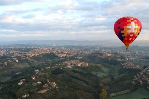 hot-air-balloon-flying-over-siena