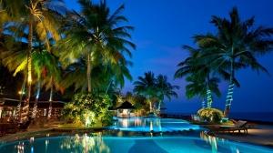 Royal_Island_swimming-pool